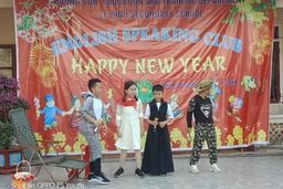 Le Binh lower secodary school organized the extra-curricular activities to welcome to New Year: English speaking club.